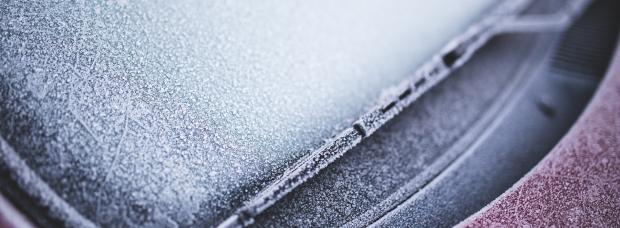 hielo-parabrisas-coche-quitar-frio-invierno
