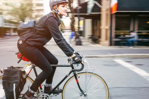 Bike-Commuter-in-Portland-Oregon