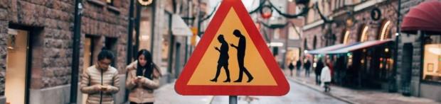 China-se-habilitó-el-primer-carril-para-peatones-que-usan-el-celular (1)
